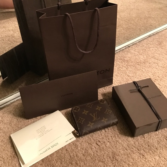 aca28d890061 Louis Vuitton Handbags - Louis Vuitton zippy coin purse preloved like new!
