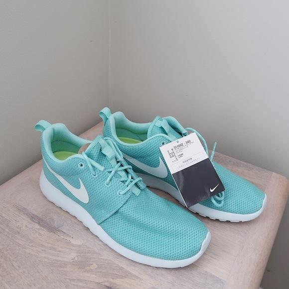 03076862f6d80 Nike WMNS Roshe Run Tropical Twist