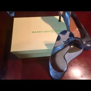 Max studio round toe low heel