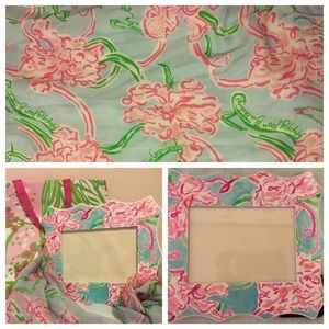 lilly pulitzer murfee scarf with matching frame