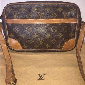 Louis Vuitton Handbags - 💯Authentic Louis Vuitton Trocadero 23 cross body