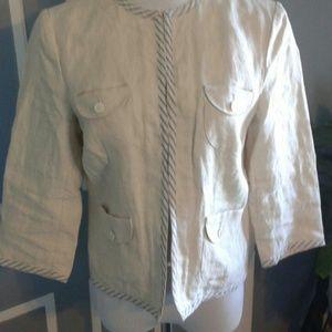 Cream linen lightweight jacket with 3/4 sleeves.