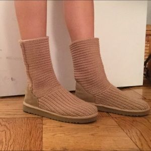 Light tan knit Ugg women size 6 boots