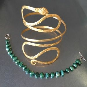 Jewelry - Green and gold bracelet lot