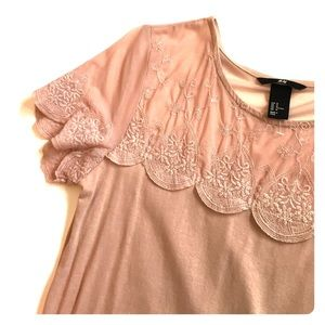 H&M Tops - H&M scallop lace top