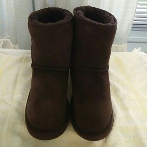UGG Shoes - 👢💲SALE❗👛💰 UGG Classic Short Chocolate Boots