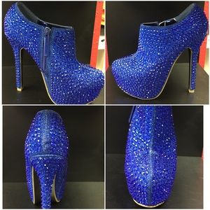Shoes - Blinged out Pumps