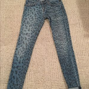 Current Elliott rolled skinny leopard wash 24