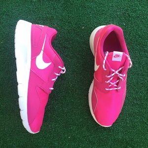 Nike Shoes - 🚨FINAL PRICE🚨 Women's Nike Kaishi (Roshe)