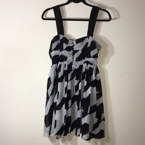 Dresses & Skirts - Black and grey patterned dress