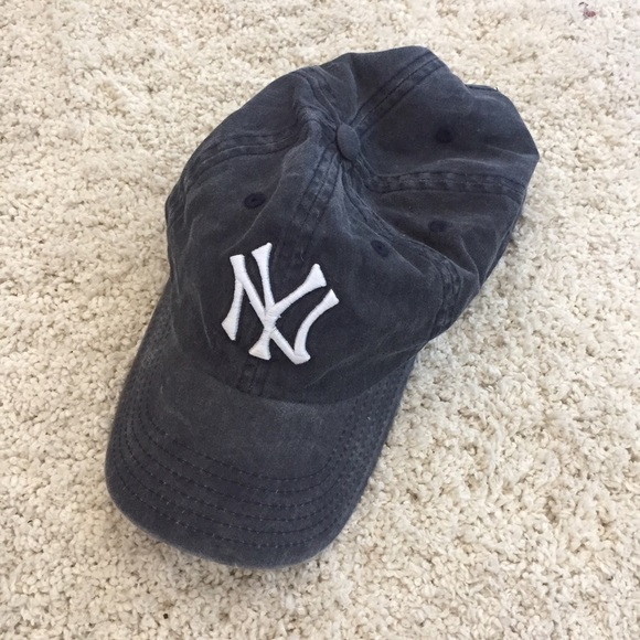 PacSun Accessories - NWOT - Woman s Distressed New York Yankees hat 34660810b8b
