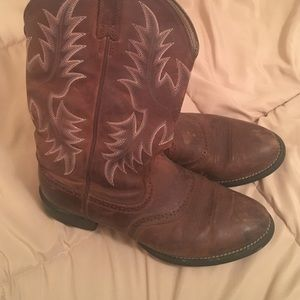 72b4c1a6a Ariat boots with Justin Moore signature
