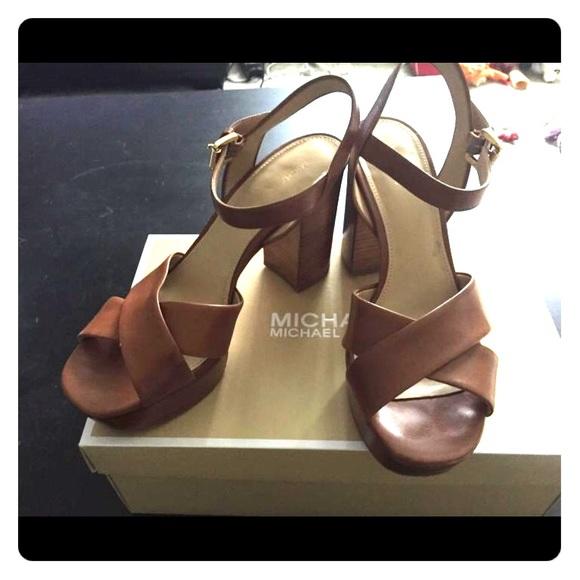 dcc76342dd8 Michael Kors Divia leather platform heels. M 57ff9333f739bc3c58002fd2