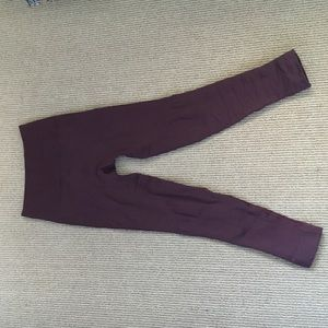 Lululemon burgundy zone in crop