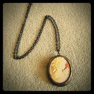 Jewelry - Vintage cameo locket necklace