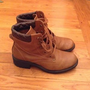 Nice Boots for fall or winter size 7M