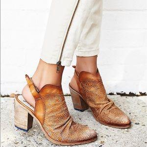 🎉HOST PICK🎉Free People Leather Mule