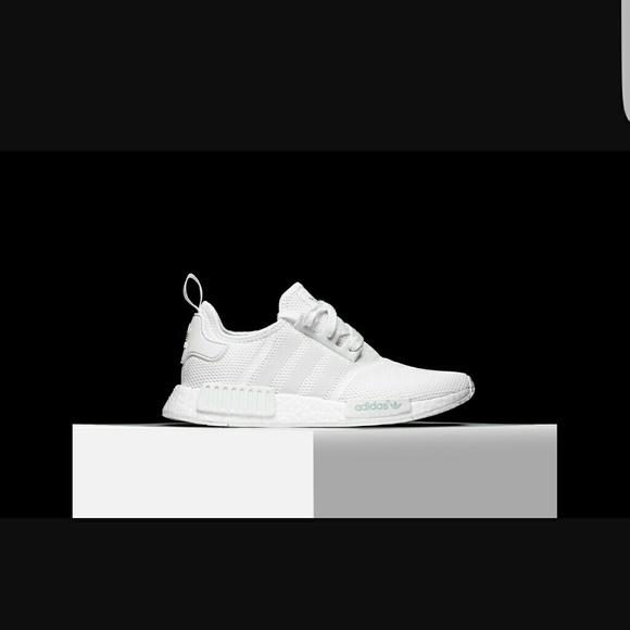 le adidas nmd r1 tripla dimensione 55 poshmark bianco