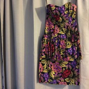 MAKE AN OFFER‼️Katie Floral Strapless Dress Size M