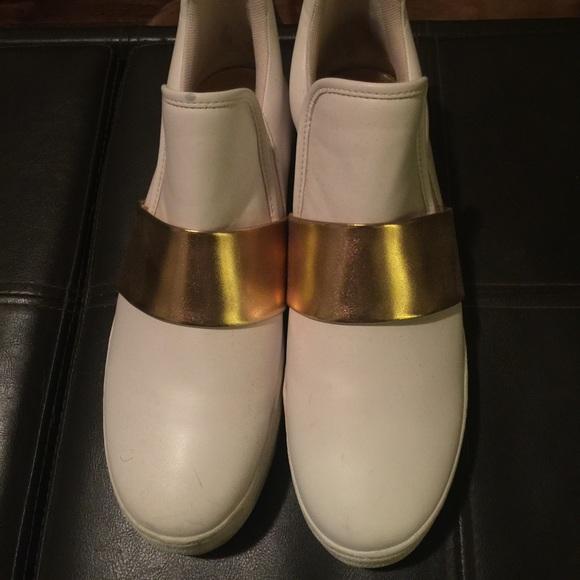9ba1ca5b044 Steve Madden hastt bootie White and gold platform sneakers ...
