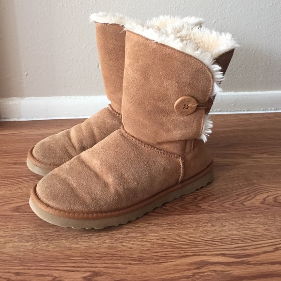 UGG Bailey Button Light Brown Suede sz 10