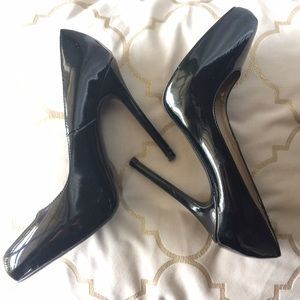 SALE price ❗️Zara Black Patent Pumps 