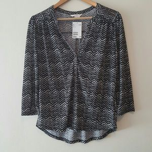 NWT H&M  zig zag black/white blouse. Size small.