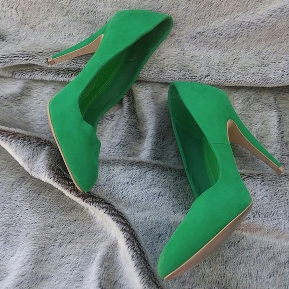 2273cd21409 Zara Trafaluc green suede heel. M 58015535a88e7d6f0f03433f
