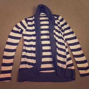 💕 Grey & White Striped Open-Front Cardigan