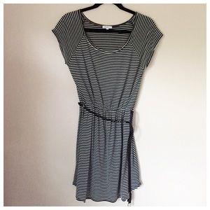 stylemint Dresses - Stylemint Black & White Dress w/ Belt