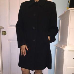 Larry Levine Jackets & Blazers - $30!!LARRY LEVINE WOMEN'S COAT IN SIZE 12 PETIT 🙂