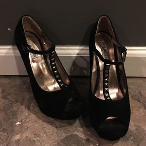 Steve Madden Shoes - Steve Madden T-strap Pumps