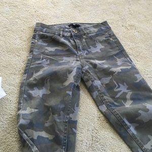 H&M Pants - Camo stretch pants