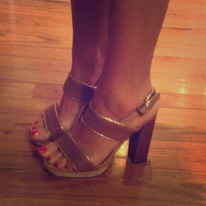 hoss Shoes - 🌤 NWOB Hoss tan/rose gold sandals size 8