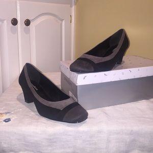 Dress Barn Shoes - Dressbarn - BEAUTIFUL like new low heel shoes