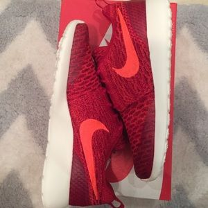 Nike Shoes - 💥DEAL💥NEW Women Nike one Roshe flyknit