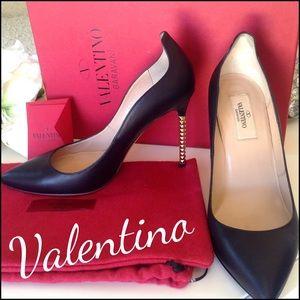 Valentino Shoes - ❤HOST PICK❤️VALENTINO Rockstud heel pump
