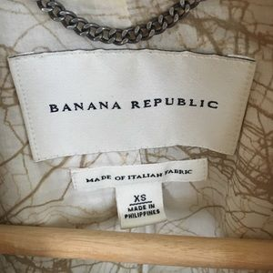 Banana Republic Jackets & Coats - Banana Republic Cream Trenchcoat