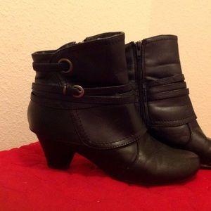 Shoes - 🎀Black boots -  On sale-10/31!