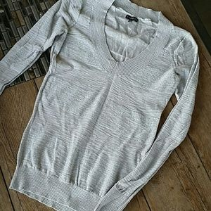 Express Sweaters - 🎀SHIMMERY EXPRESS V-NECK SWEATER🎀