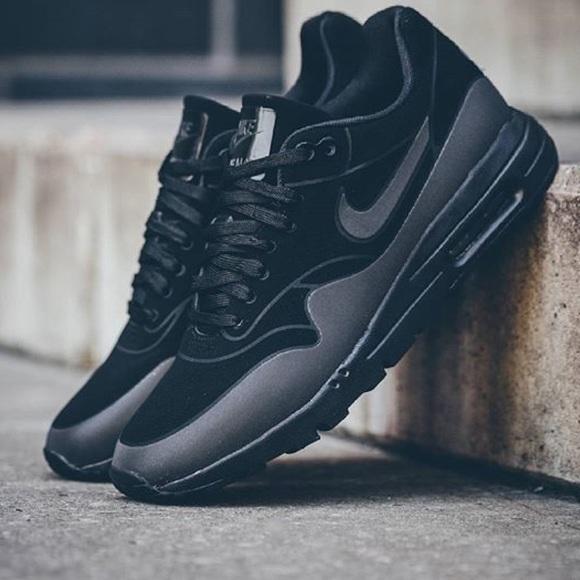 NWT Nike air max black on black