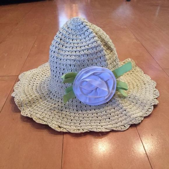 f257f97b039 Gymboree straw floppy sun hat with big white flower.