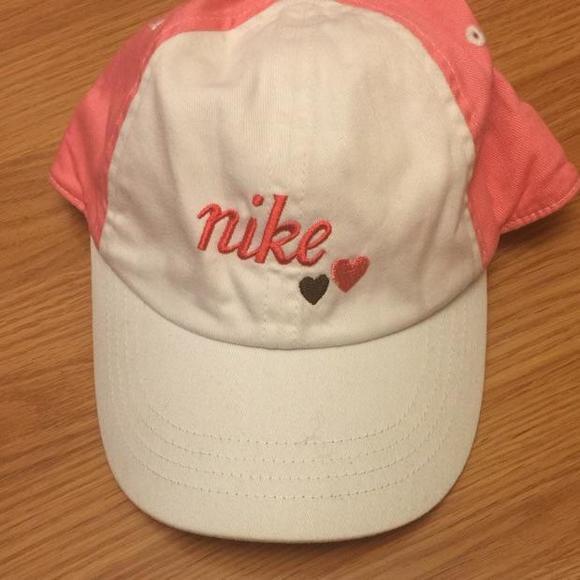 Nike child girls hat. M 5802cba8520e3b349912bc10 acff661e5bb