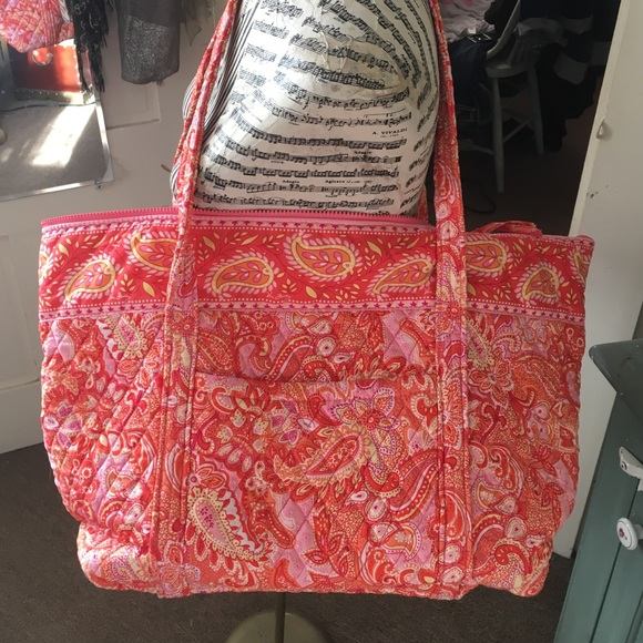 757f82ac1f NWOT Vera Bradley tote reduced to sell. M 58037d324225be509f001baa