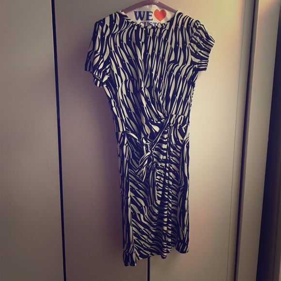 ab6162c5fa73 Diane von Furstenberg Dresses   Skirts - DVF patterned shirt dress in blue  black and white