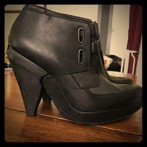Size 39.5/9.5 LD Tuttle platform ankle boots