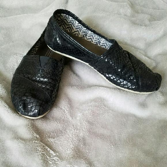 aaf7cf5fe904 TOMS Shoes - 💥FINAL SALE💥TOMS Serpentine leather slip-ons -