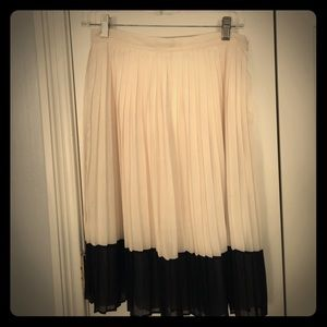 Forever 21 pleated ivory/ black chiffon skirt