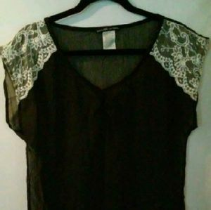 Love Squared Tops - Beautiful blouse. In AWESOME CONDITION!