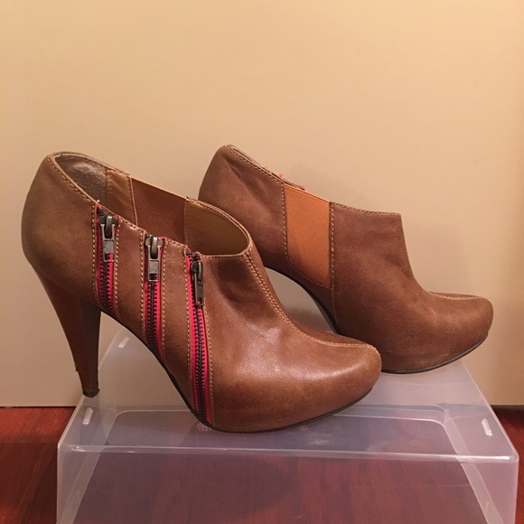 ae9e26e6bbd Steven Madden Ankle Booties size 10. M 5803bb0e5c12f826ba093882